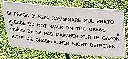 Sign: Please do not walk on the grass. http://www.enjoy-europe.com/home/26-DSC0649-3